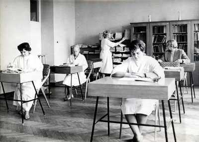 Biblioteka naukowa w nowej siedzibie Instytutu Reumatologii (lata 60-te)